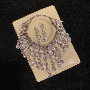 💗Gorgeous Statement necklace great for Holidays